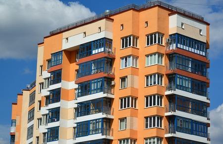 現代的なアパートの建物のファサード 写真素材 - 56219855