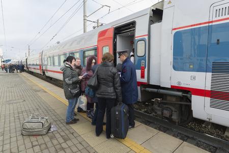 treno espresso: Vladimir, Russia - November 11.2016. Landing in an express train Strizh