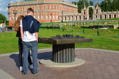 palacio ruso: Moscow, Russia - June 08, 2016. Tourists near the palace layout in museum estate of Tsaritsyno Editorial