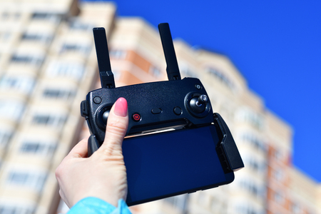 remote control for quadrocopter with a smartphone in female hands Banco de Imagens