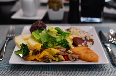 Meal concept all inclusive - all food on one plate Imagens