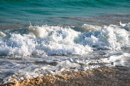 Beautiful foamy wave close-up on sunny day Standard-Bild - 140373123
