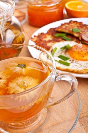 papas doradas: t� con huevos cl�sicos, croquetas de patata y bacon