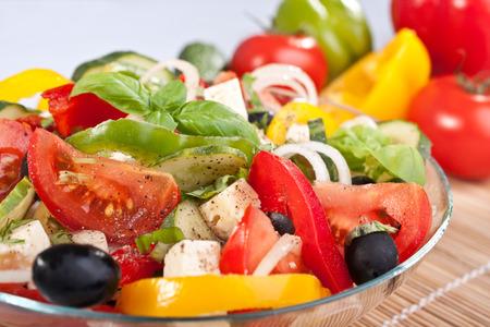 Gesunden griechischen Salat mit Zutaten Standard-Bild - 31593356