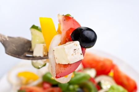Gesunden griechischer Salat auf einer Gabel Standard-Bild - 31593357
