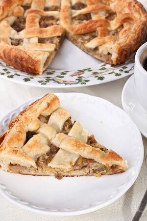 Stück Pilzkuchen und Kaffee Standard-Bild - 31593360