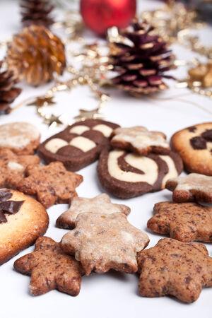 Großen Haufen von verschiedenen Cookies mit Tannenzapfen und Weihnachten Spielzeug Standard-Bild - 31593412