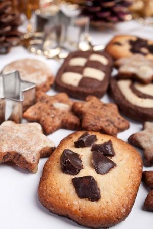Großen Haufen von verschiedenen Cookies mit Tannenzapfen und Weihnachten Spielzeug Standard-Bild - 31593413