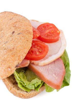 Vollkorn-Sandwich mit Gemüse und treffen Standard-Bild - 31593475
