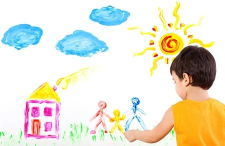 ni�os pintando: Little boy dedos basa en un documento de su familia Foto de archivo