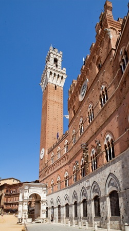pilaster: Torre del Mangia, Sienna, Italy
