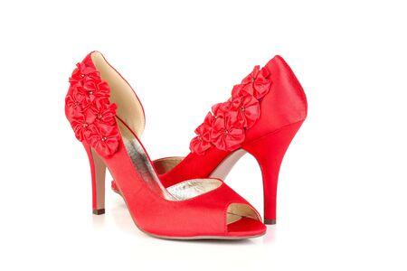tacones rojos: zapatos de tacón rojo de la bomba los zapatos en el fondo blanco
