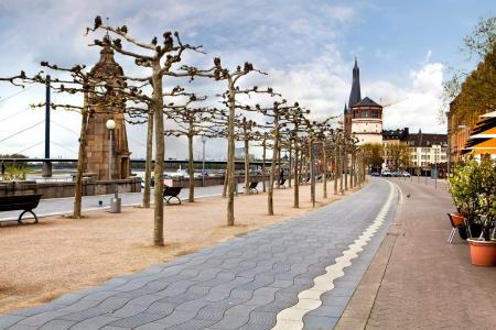 Zicht op dijk van de Rijn, Düsseldorf Stockfoto