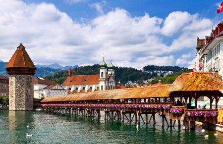 Beroemde houten kapel brug in Luzern, Zwitserland Stockfoto