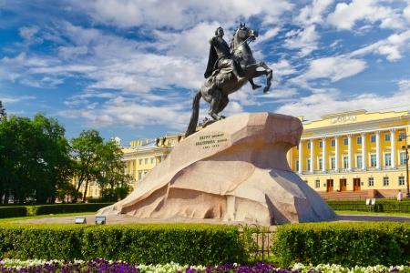uomo a cavallo: Pietro I monumento Cavaliere di bronzo sul Senato piazza San Pietroburgo, Russia Editoriali
