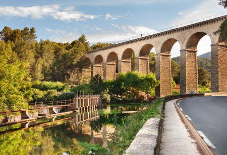 fontaine: Beautiful bridge in Fontaine de Vaucluse, Provence, France