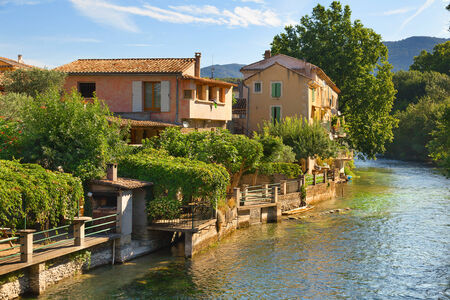 fontaine: The house and mountain river in the village Fontaine de Vaucluse, Provence, France
