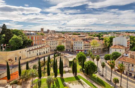 Montpellier is een van de meest 'jonge' steden in Frankrijk vanwege het grote aantal studenten. Uitzicht op de oude stad.
