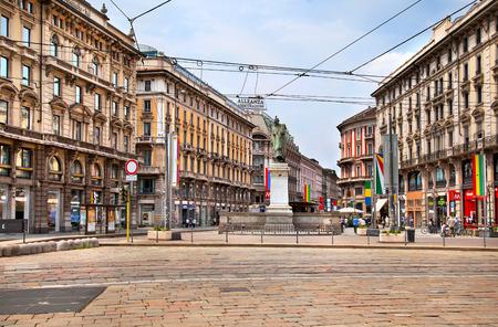 milánó: Milánó, Olaszország - június 24, 2012: Piazza Cordusio Milánó, közel a Duomo, Olaszország. Sajtókép