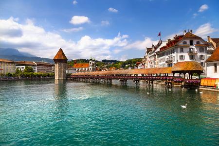 Famous wooden Chapel Bridge in Lucerne, Switzerland 스톡 콘텐츠