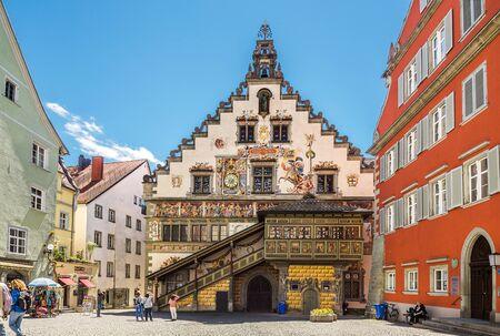 Linday, Duitsland - 5 mei 2017: Oude stadhuis in Lindau in het Bodenmeer, Duitsland Redactioneel