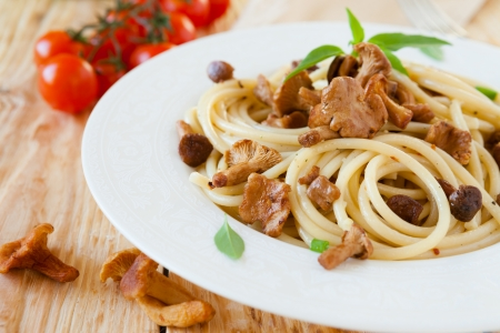 close up food: Pasta met geroosterde wilde paddestoelen, close up voedsel Stockfoto