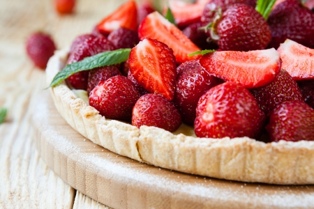 homemade pie with fresh strawberries, food closeup
