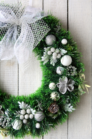 door leaf: Christmas wreath on white door, holiday Stock Photo