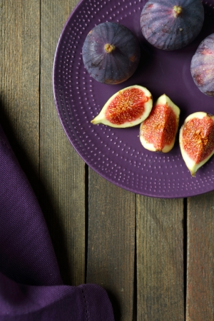 plate of food: purple figs on a plate, food