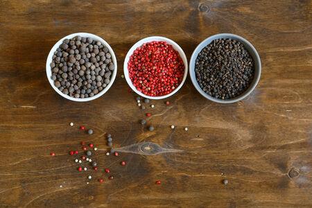 pepe nero: spezie pepe rosso, nero, vista dall'alto