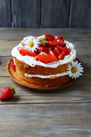 mascarpone: cake with mascarpone and strawberries, food