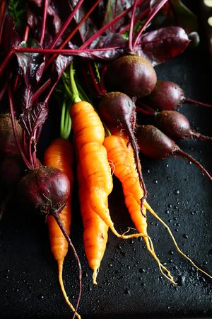 zanahoria: Las zanahorias crudas con remolacha, comida sana