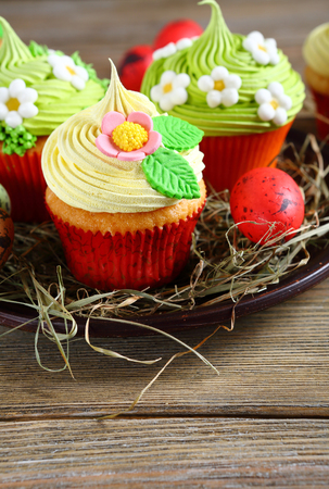 festive food: spring cupcakes with flowers, festive food
