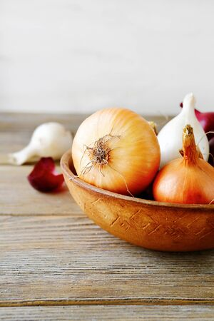 rustic food: Whole onions in rustic bowl. Raw food Stock Photo