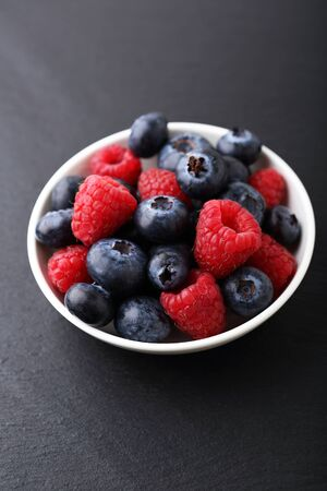 bord eten: Delicious berry in a plate, food