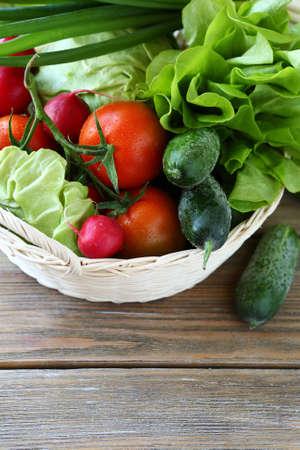 corbeille de fruits: ensemble de l�gumes frais et locaux, la nourriture locale