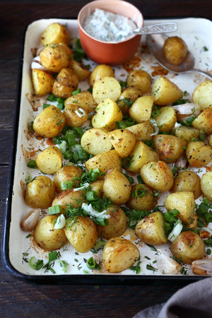 ovenbaked: oven-baked young potatoes on baking dish