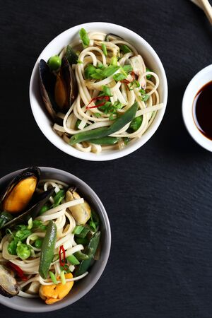 thai noodle: Nutritional noodles with seafood and green beans, food