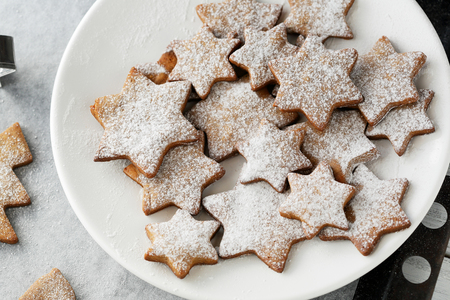 gingerbread cookies: christmas star cookies on plate Stock Photo