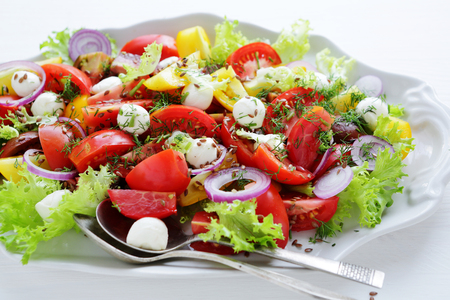 tomate: summer tomatoes salad with cheese on plate