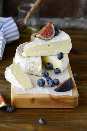 camembert: camembert cheese with fruits
