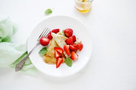 crepas: crepes con fresas frescas
