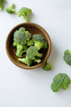 brocoli: raw broccoli in bowl, food top view