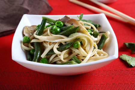 ejotes: Tasty noodles with green beans, food