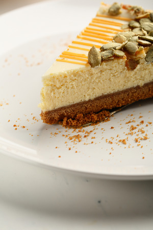 Cheesecake with pumpkin seeds and caramel
