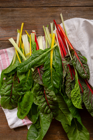 Fresh rainbow swiss chard top view Banque d'images