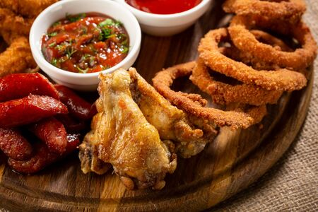 Salted rings and wings pub platter
