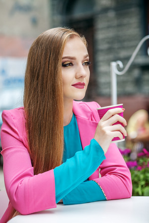 Young woman resting and drinking coffee. Concept Lifestyle, Travel, Business. Foto de archivo