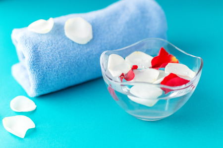Rose petals in a bowl with water and a towel. SPA concept, cosmetics, procedure, treatment. Imagens