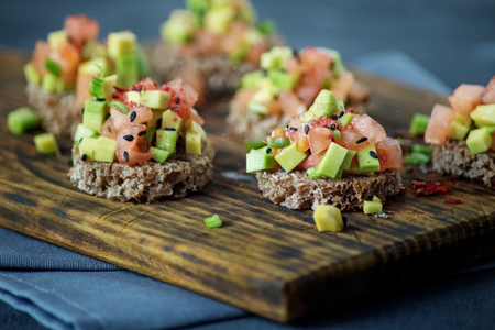 Delicious snacks with bread, avocado and tomato. The concept of healthy food, vegetarianism. Stok Fotoğraf